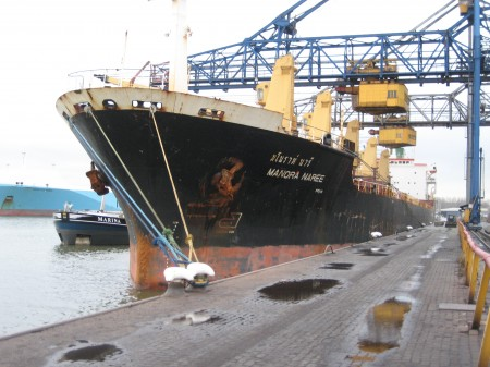 mv Manora Naree unloading bentonite